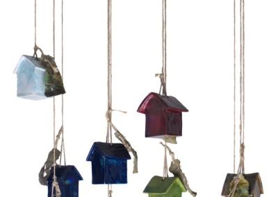 sospensione - appesi ad un filo  - altezza variabile 2010 ceramica e corda